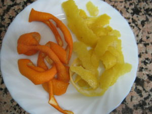 Cáscaras limón y naranjas