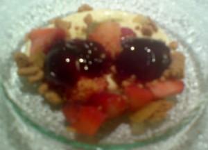 La crema de vainilla con texturas de frutos rojos