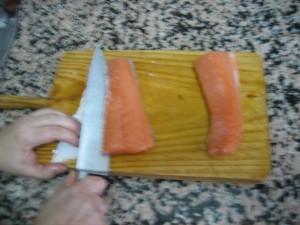 Inclinar el cuchillo en el otro lado