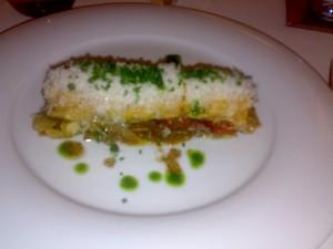 Coca tibia de verduras con foie y queso manchego