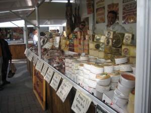 mercado gran variedad de quesos