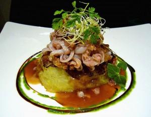Trinxat (patata y col), mollejas de ternera crujientes y tagliatelle de calamar