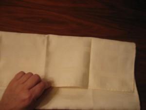 1 300x225 Consejos paso a paso LXXXI : Cómo doblar servilletas en forma de ola