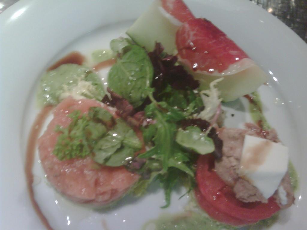 ensalada melon 1024x768 Recetas de Ensalada de melon, con aguacate, salmon y tomate