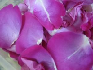 petalos rosa 300x225 Hacer jabón casero